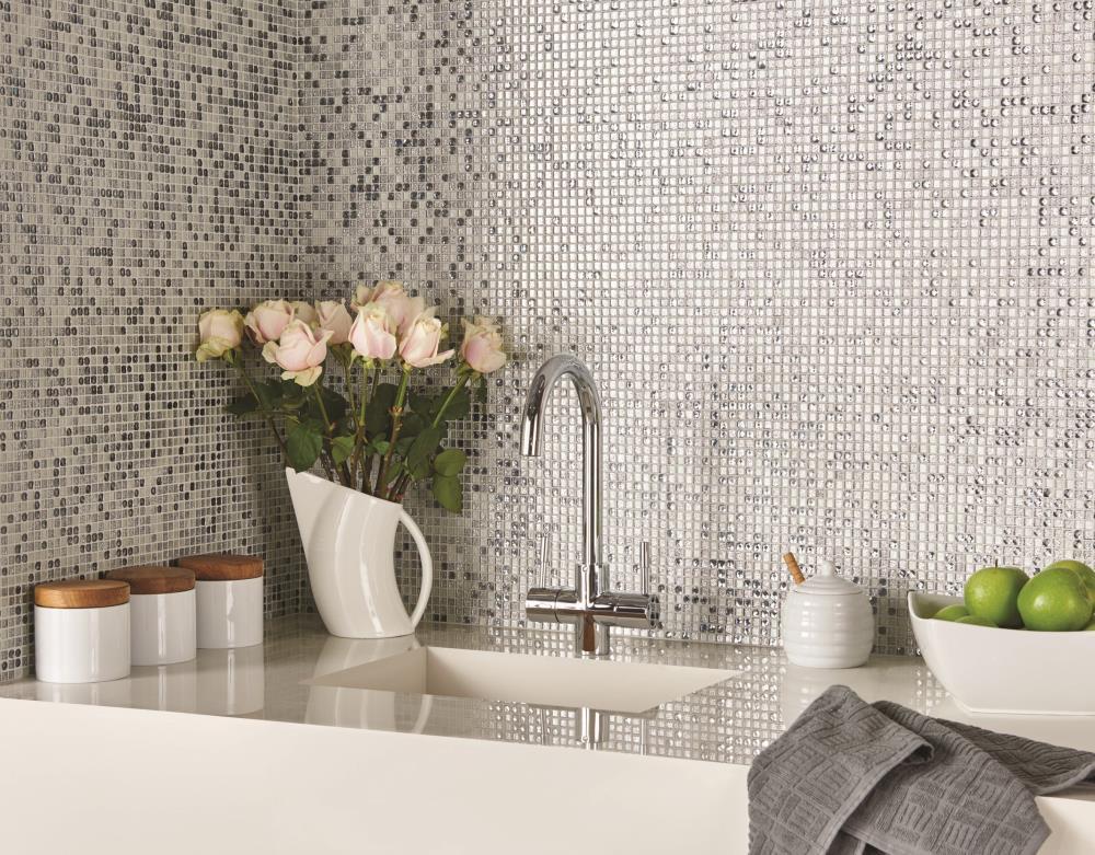Phòng tắm ấn tượng với phong cách gạch mosaic thủy tinh sang trọng